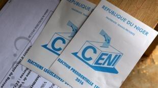 Logo de la Commission électorale nationale indépendante de la République du Niger, sur le matériel de vote des élections du 21 février 2016.