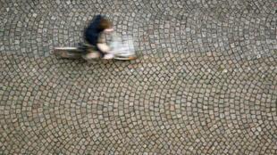 Pendant la grève, de nombreux Français adoptent le vélo pour leurs trajets quotidiens.
