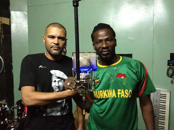 Le rappeur Smokey et le chanteur reggae Samsk Le Jah, initiateurs du mouvement «Balai citoyen».