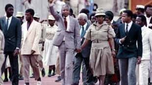 Nelson Mandela et sa femme Winnie.