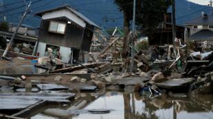 日本冈山县仓敷市Mabi镇暴雨洪水摧毁房屋2018年7月8日