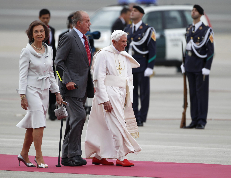 Paparoma Benedict da isowarsa Spain.