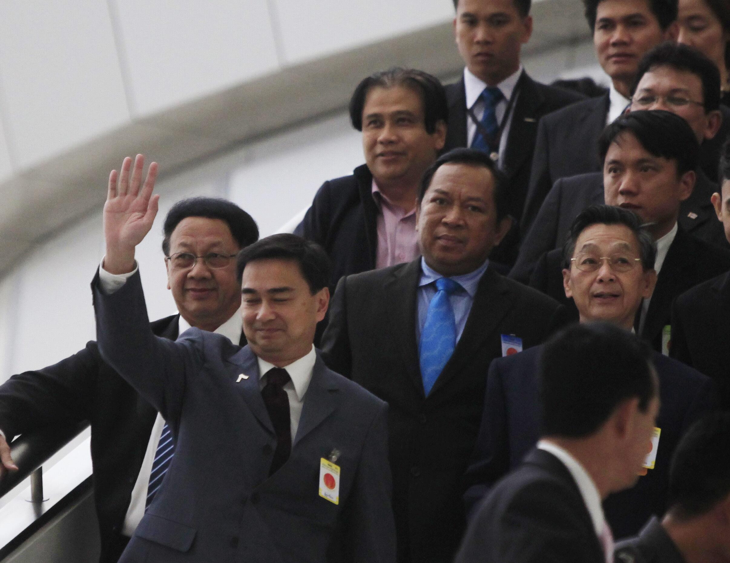 Thủ tướng Thái Lan Abhisit tại Tòa án Bảo hiến ngày 29/11/10.