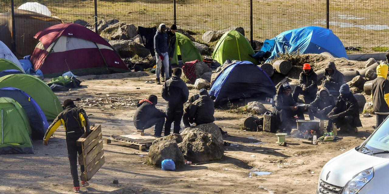 法國加萊一移民聚集地資料圖片
