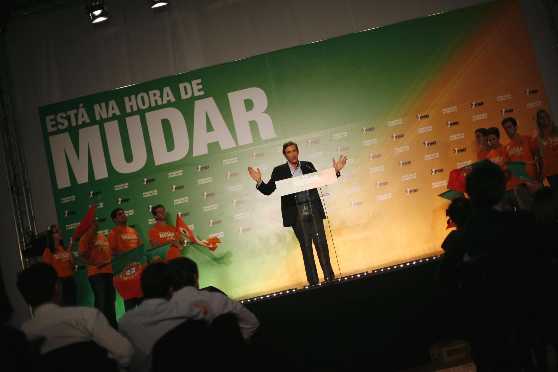 Según las encuestas, Pedro Passos Coelho, del  Partido Social Democrata, es dado como favorito, en las elecciones del 5 de junio de 2011.