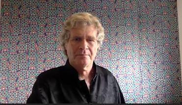 """Alfredo Sirks, conhecido ambientalista e ex-deputado, que está lançando no Brasil seu ultimo livro, """"Descarbonário""""."""