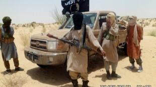 Membres du groupe islamiste Ansar Dine près de Tombouctou, le 24 avril 2012.