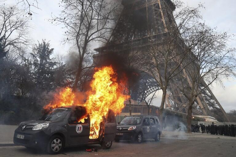 Патрульная машина антитеррористической операции Sentinelle. Париж. 09.02.2019