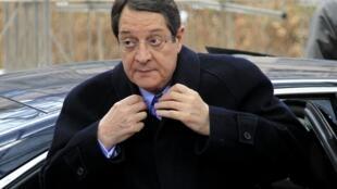 O presidente cipriota, Nicos Anastasiades, chega a um encontro com líderes europeus em Bruxelas, no dia 15 de março de 2013.