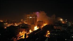 Incendies consécutifs à des tirs de l'armée israélienne à Gaza, le 20 novembre 2012.