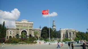 Entrée principale de l'université d'Istanbul, en Turquie.