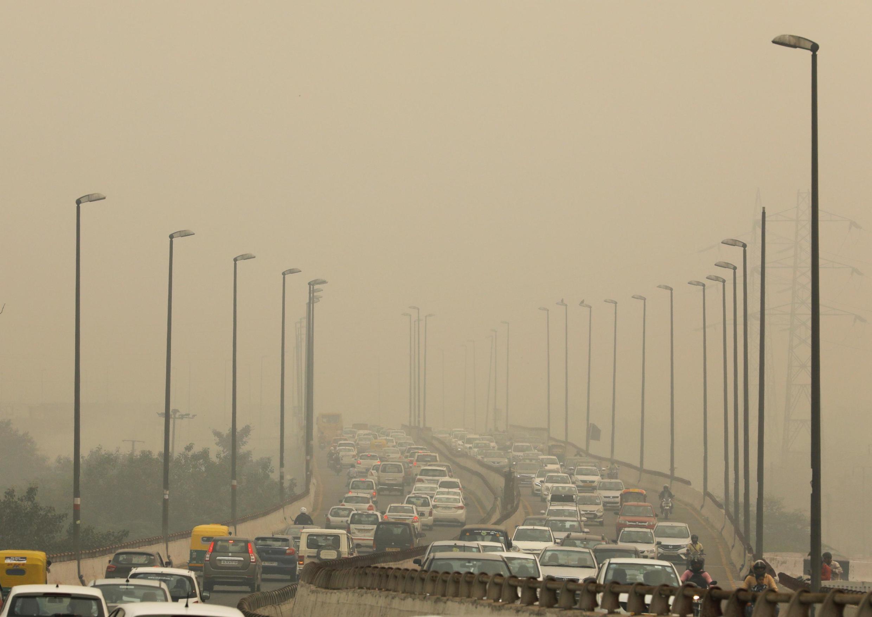 2019-11-25 india delhi pollution cars vehicles traffic jam environment