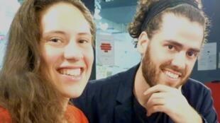 Christine Audat y Nicolás Agulló en los estudios de RFI en París