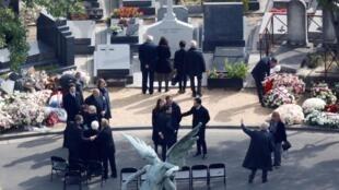 希拉克灵柩下午3点在巴黎蒙巴纳斯公墓下葬