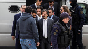 Бежавших из Турции солдат доставляют в Верховный суд Греции, 26 января 2017 г.