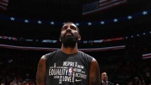 Kyrie Irving, le meneur des Brooklyn Nets, le 1er février 2020 à Washington avant un match face aux Wizards.