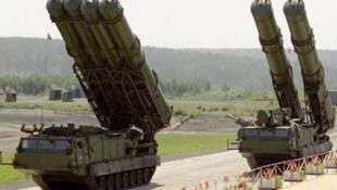 """موشکهای زمین به هوای """"اس ٣٠٠"""" ساخت روسیه"""