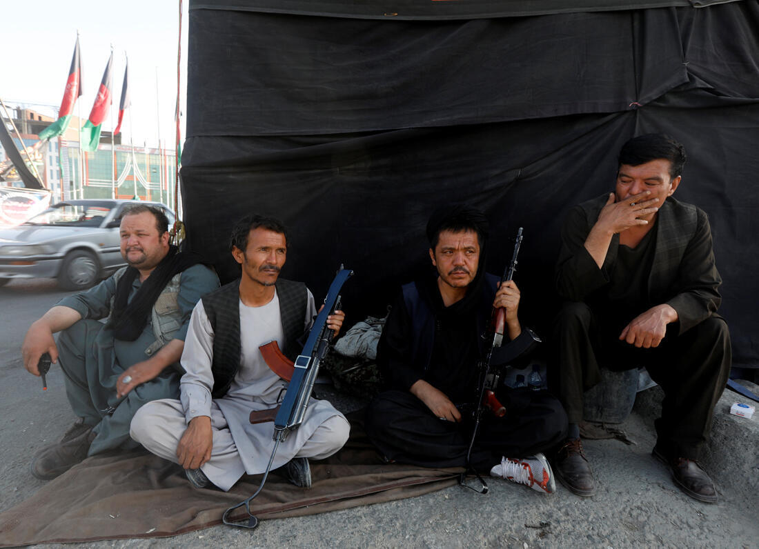 Des chiites armées à un check-point à Kaboul en Afghanistan à la veille de l'Achoura.