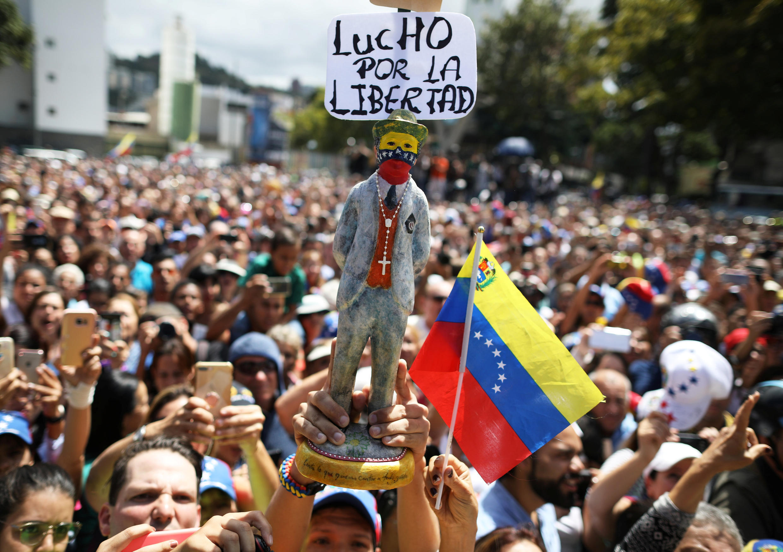 Manifestantes pró-Guaidó em protesto realizado em Caracas em 26 de janeiro de 2019.