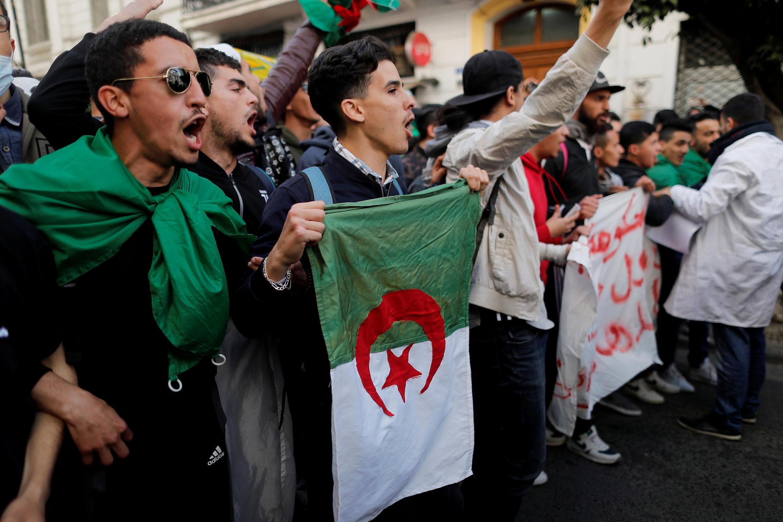Des étudiants manifestent à Alger contre la candidature du président Bouteflika à la présidentielle, en Algérie, le 5 mars 2019.