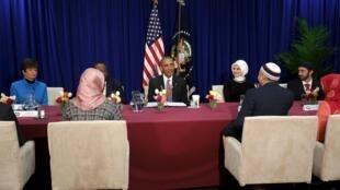 Presidente dos EUA, Barack Obama (centro)reuniu os líderes americanos  da comunidade muçulmana em Catonsville, Maryland 3 de fevereiro de 2016.