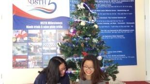 Hai sinh viên ngành Nước-Môi Trường-Hải Dương của đại học Khoa Học và Công Nghệ Hà Nội.
