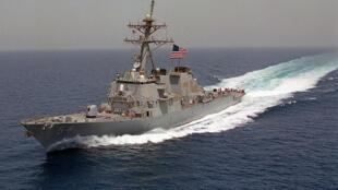 """美国勃克级神盾驱逐舰""""魏柏号""""(DDG 54)"""