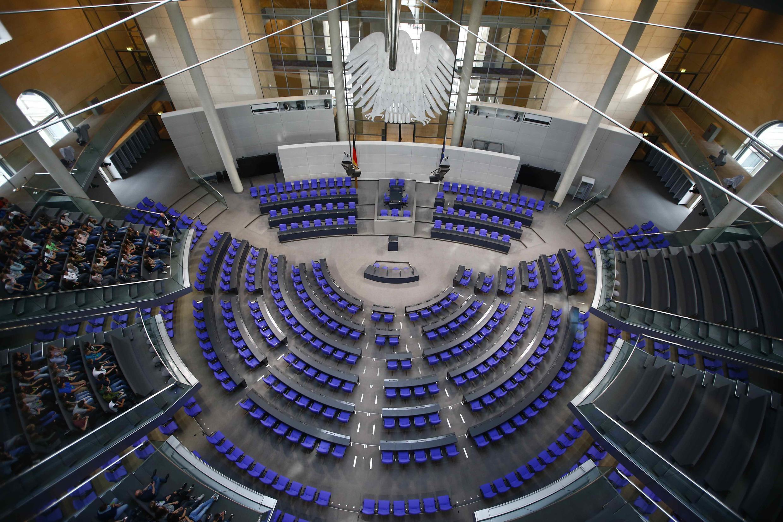 """نمای  کلی پارلمان مرکزی آلمان فدرال """"بوندستاگ""""؛ به آلمانی Deutscher Bundestag"""