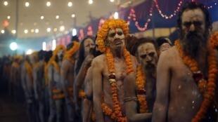 Wasu Indiyawa a wajen taron na Kumbhe Mela a kasar India.