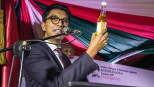 Shugaban kasar Madagascar Andry Rajoelina a Antananarivo, babban birnin kasar, yayin kaddamar da 'Covid-Organics', magani kuma rigakafin cutar coronavirus na gargajiya.
