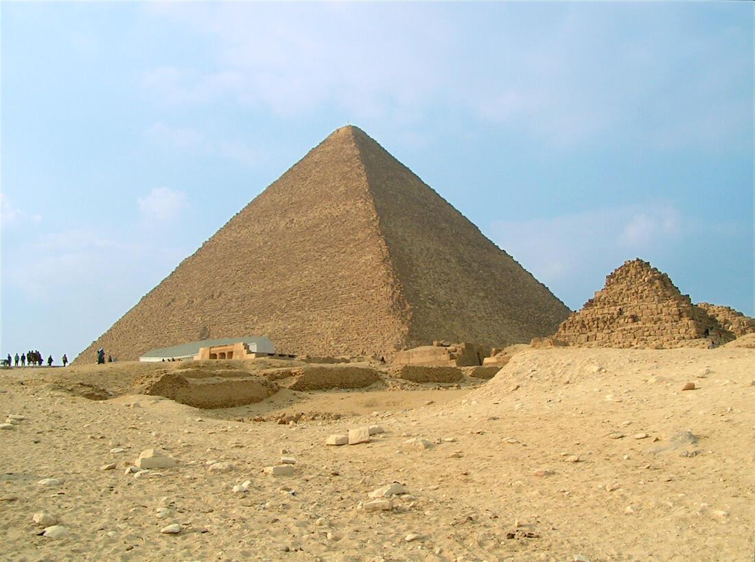 La grande pyramide de Gizeh.