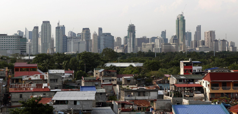 Hình ảnh tương phản của sự phát triển tại Philippines .