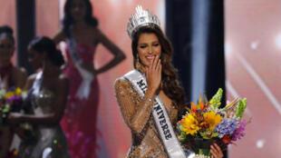A francesa Iris Mittenaere, estudante de Odontologia de 24 anos, foi coroada Miss Universo nesta segunda-feira (30) em Manila.