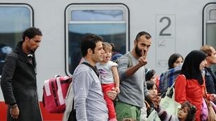法國總統奧朗德9月7日在記者招待會上宣布,法國將接待上千名從敘利亞、伊拉克、厄立特里亞逃出的難民,以減輕德國接受難民的數量