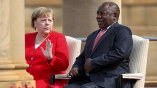 La chancelière allemande Angela Merkel et son homologue sud-africain Cyril Ramaphosa, le 6 février 2020 à Pretoria.