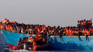 Migrantes são resgatados na costa da Líbia