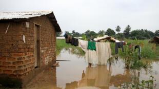 Dans certains quartiers de Bangui en bordure du fleuve Oubangui, des quartiers d'habitations entiers ont été submergés. Le 27 octobre 2019
