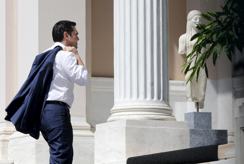 O primeiro-ministro Alexis Tsipras de regresso a Atenas. 13/07/15