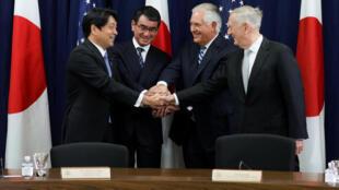Từ Trái sang Phải : Bộ trưởng Quốc Phòng Nhật Itsunori Onodera và ngoại trưởng Taro Kono, ngoại trưởng Mỹ Rex Tillerson, bộ trưởng Quốc Phòng Mỹ James Mattis, họp tại Washington, ngày 17/08/2017.