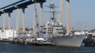 """美国导弹驱逐舰""""韦恩E·迈尔号""""。"""