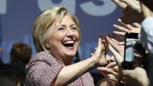 Hillary Clinton celebra vitória nas primárias de Nova York.