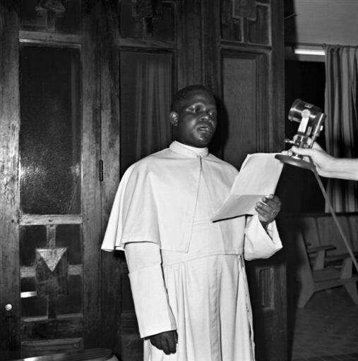Hoton tsohon shugaban na Congo Brazzaville Fulbert Youlou yayin rantsuwar kama aiki ranar 24 ga watan Nuwamban 1959