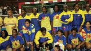 A equipa feminina do Petro campeã nacional.