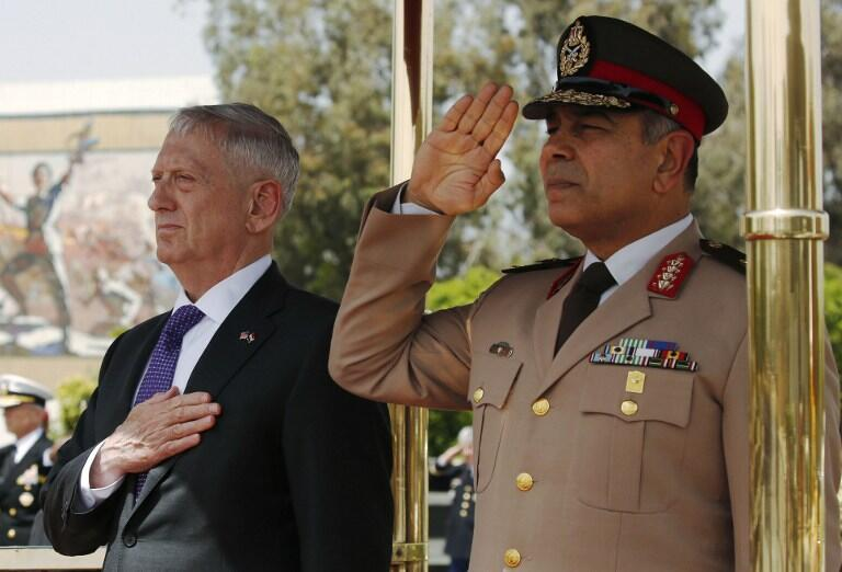 جیمز متیس، وزیر دفاع آمریکا در دیدار با عبدالفتاح السیسی رییسجمهوری مصر، به لزوم همکاری نظامی میان دو کشور مصر و آمریکا تأکید کرد. پنجشنبه ۳۱ فروردین/ ٢٠ آوریل ٢٠۱٧