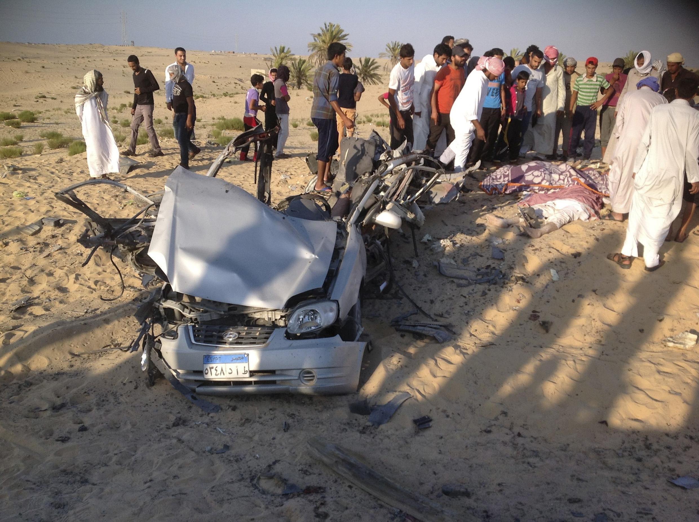 Restes d'une voiture piégée aux abords de la ville d'el-Arish, dans le Sinaï, le 24 juillet  2013.
