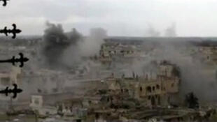 Wani yankin birnin Homs da ake wa luguden wuta ya tirnike da hayaki.