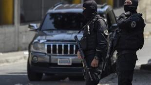 Lực lượng an ninh trước trụ sở tình báo quốc gia Venezuela tại Caracas ngày 17/05/2018.