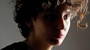 """Portrait de l'écrivaine Fatima Daas qui publie """"La petite dernière"""", aux éditions Noir sur blanc."""