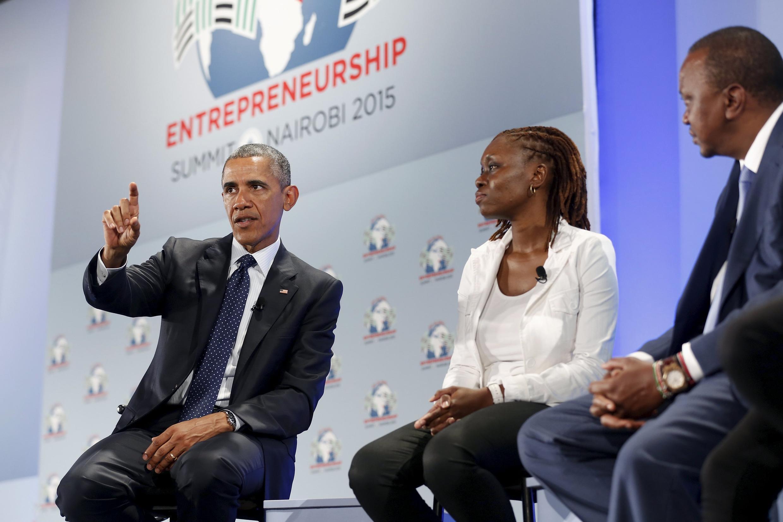 Os presidentes norte-americano, Barack Obama, e queniano, Uhuru Kenyatta, neste sábado (25) em Nairóbi.