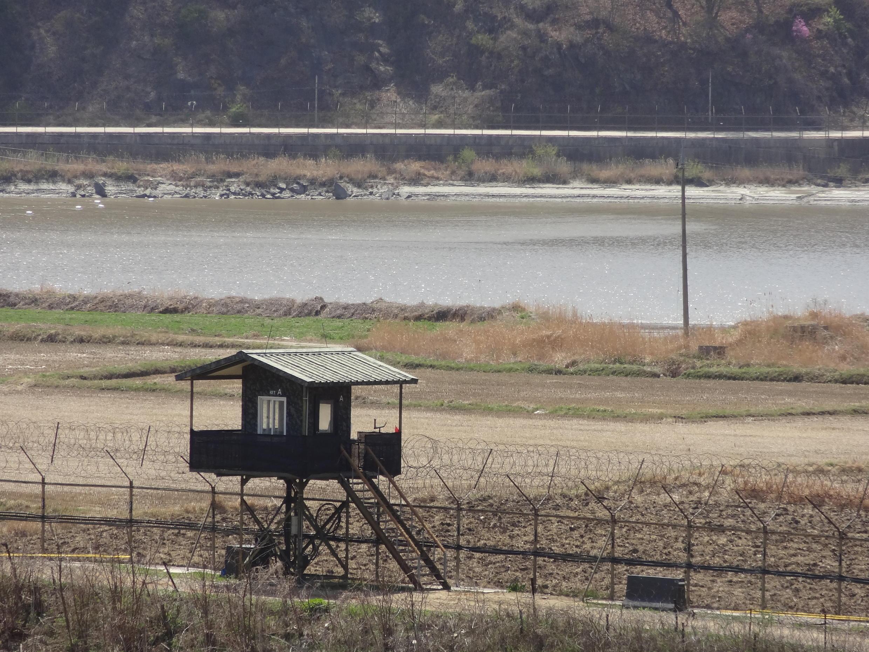 Khu phi quân sự biên giới 2 miền Triều Tiên (DMZ) nhìn từ phía Hàn Quốc.